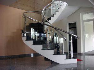 cầu thang kính uốn cong ở vinh