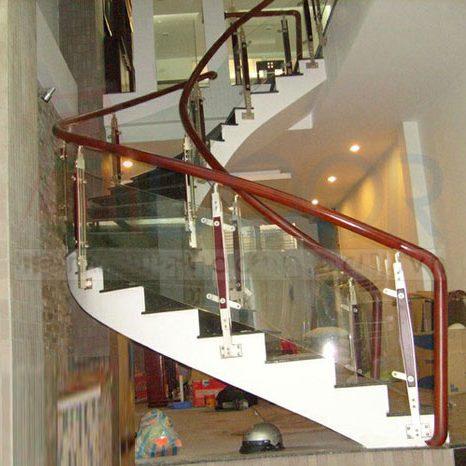 cầu thang lan can kính tại vinh