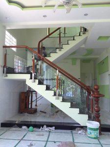 cầu thang kính cường lực đẹp ở Vinh