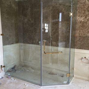 vách kính tắm ở vinh